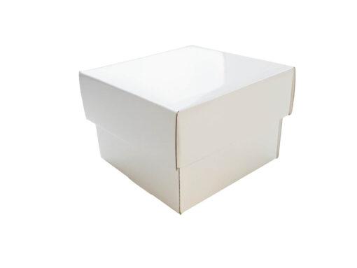Białe pudełko prezentowe fasonowe