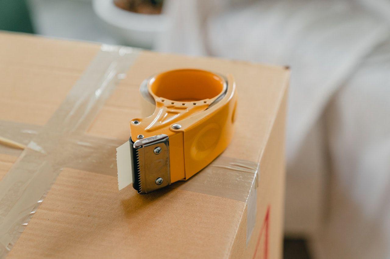 Wyposażenie pudełek, taśmy pakowe, strecz